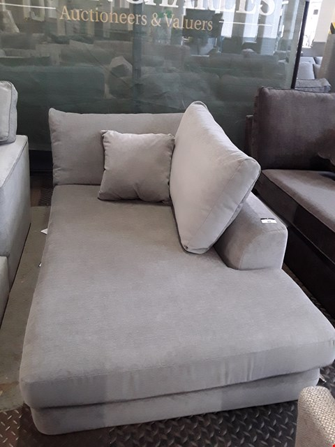 Lot 88 QUALITY DESIGNER BRITISH MADE GREY FABRIC CHAISE SECTION WITH BOLSTER & SCATTER CUSHION