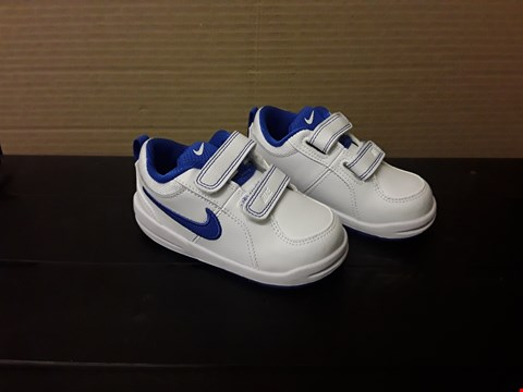 Lot 9055 NIKE PIKO 4 STYLE WHITE/BLUE VELCRO TRAINERS- BABY S7C
