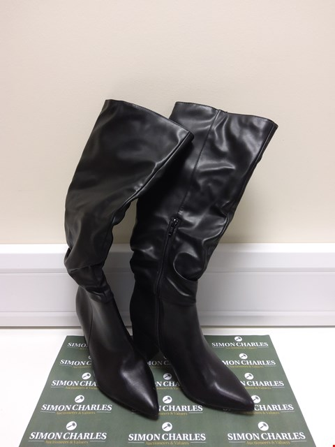 Lot 3034 PAIR OF DOROTHY PERKINS SIZE 5 BLACK HEELED BOOTS SIZE 5