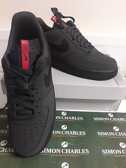 Lot 3089 DESIGNER BOXED PAIR OF NIKE AIR FORCE 1 07 STYLE TRAINERS SIZE UK 7