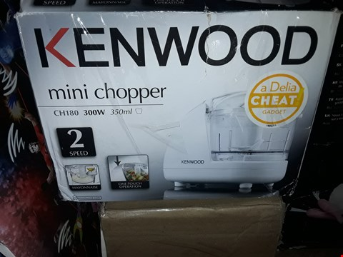 Lot 66 LOT OF 4 ITEMS TO INCLUDE A KENWOOD CH180 MINI CHOPPER, 2 WWE TAG TEAM INTERACTIVE RINGS AND A PERSONALISED CLOCK RRP £100
