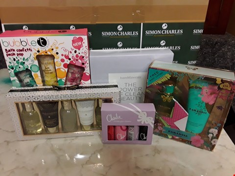 Lot 12063 LOT OF 10 ASSORTED BEAUTY BOXSETS TO INCLUDE BAREMINERALS, CHARLIE, NEXT AND BAYLISS & HARDING STYLES