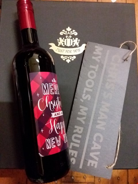 Lot 2508 LOT OF 2 ASSORTED ITEMS TO INCLUDE MERRY CHRISTMAS BOTTLE OF WINE, PERSONALISED SLATE SHED SIGN RRP £55