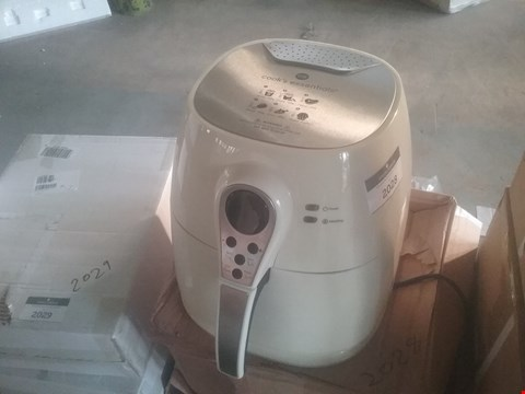 Lot 2033 COOK'S ESSENTIALS AIRFRYER