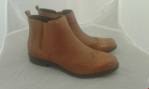 Lot 2072 PAIR OF HOTTER COUNTY SIZE 4.5