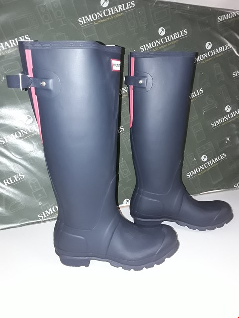 Lot 12150 BRAND NEW HUNTER NAVY BLUE/PINK WELLINGTON BOOTS SIZE UK 4