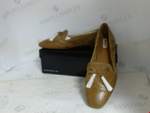 Lot 16068 BOXED PAIR OF DESIGNER DUNE SHOES - UK SIZE 8