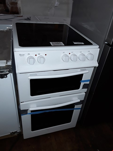Lot 11013 SWAN SX2021W WHITE 50CM TWIN CAVITY ELECTRIC OVEN COOKER HIGH CERAMIC HOB RRP £369.99
