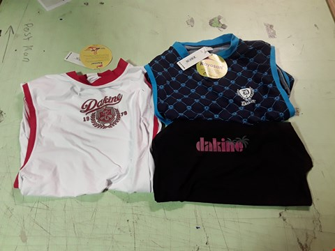Lot 1788 LOT OF APPROXIMATELY 10 ASSORTED DESIGNER CLOTHING ITEMS TO INCLUDE A DAKINE WHITE/RED SLEEVELESS TOP M, A DAKINE BLUE PATTERNED SLEEVELESS TOP M, A PINK DAKINE PRINT BLACK T-SHIRT S ETC