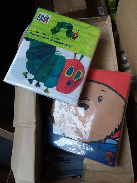 Lot 48 LOT OF 3 BOXES OF ASSORTED BED SHEETS TO INCLUDE PADDINGTON BEAR, TGE HUNGTG CATERPILLAR APPROX 30