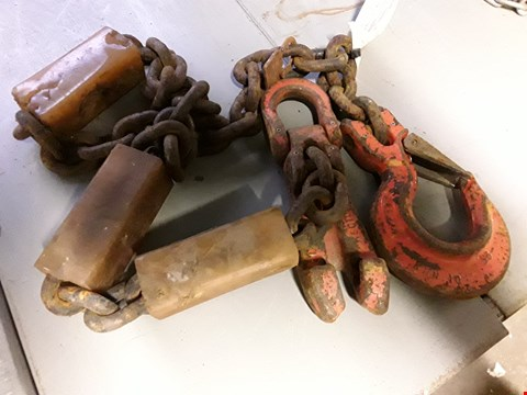 Lot 2082 LIFTING CHAIN WITH HOOK