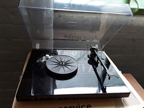 Lot 50 PROJECT DEBUT SE 3 BLACK TURNTABLE
