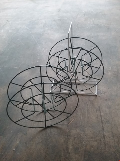 Lot 4032 PALLET OF ASSORTED WIRE ORNAMENTS