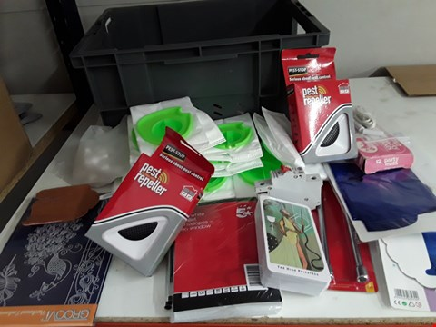 Lot 99 BOX OF APPROXIMATELY 35 ASSORTED ITEMS TO INCLUDE PEST REPELLERS, ENVELOPES,  ETC