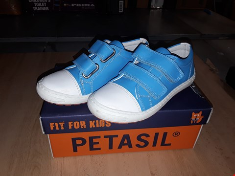 Lot 12508 BOXED PETASIL POSE BLUE LEATHER VELCRO STRAP SHOES UK SIZE 10 JUNIOR