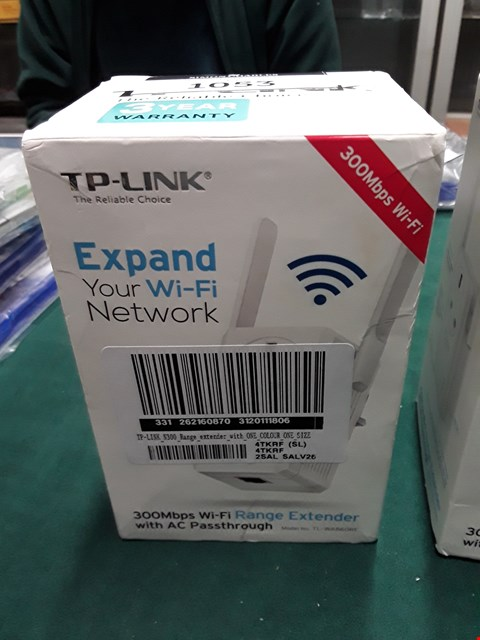 Lot 1054 TP-LINK N300 RANGE EXTENDER WITH AC PASSTHROUGH RRP £65