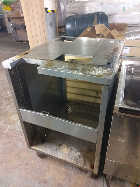 Lot 9001 MOBILE OVEN STAND