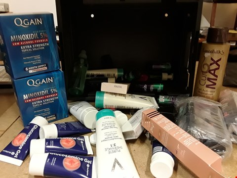 Lot 9068 TRAY OF APPROXIMATELY 33 ASSORTED BEAUTY ITEMS INCLUDING, QGAIN HSIR RDGFOWTH TRESTMDNG, GLUCOSAMINE GEL, ALPECIN SHAMPOO, EYELASHES,  (TRAY NOT INCLUDED)