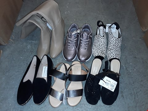 Lot 332 LARGE QUANTITY OF ASSORTED FOOTWEAR IN VARIOUS SIZE