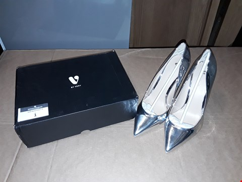 Lot 1 BOXED BY VERY SILVER SIZE 7 WOMENS HIGH HEELS