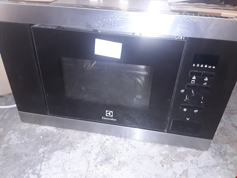 Lot 4 ELECTROLUX INTEGRATED MICROWAVE