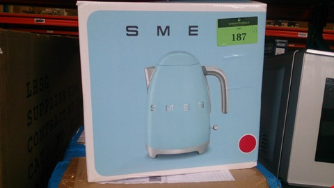 Lot 187 2 BOXED ITEMS TO INCLUDE SMEG KETTLE AMD OMBRE BLUE 16 PIECE