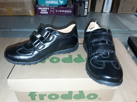 Lot 12451 BOXED FRODDO BLACK LEATHER VELCRO SHOES UK SIZE 4.5