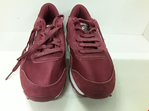 Lot 4094 PAIR OF DESIGNER BURGUNDY TRAINERS IN THE STYLE OF REEBOK CLASSIC SIZE UK 3.5