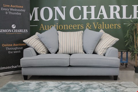Lot 10009 QUALITY CAVENDISH DESIGNED, NICOLE, AOSTA BLUE FABRIC 3 SEATER SOFA WITH SCATTER BACK CUSHIONS