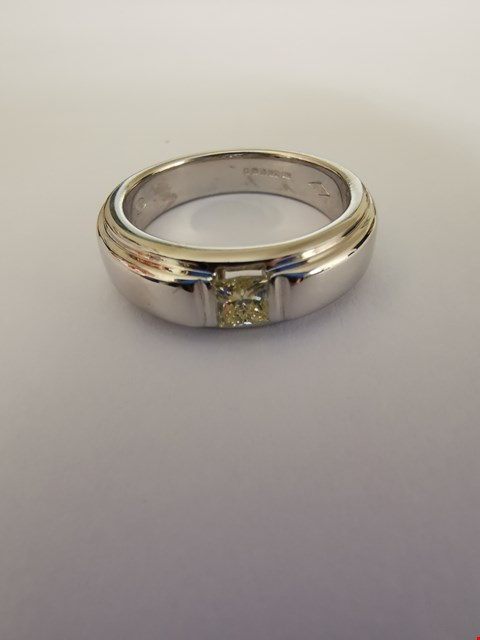 Lot 229 18CT WHITE GOLD RING SET WITH A PRINCESS CUT DIAMOND WEIGHING +/-0.30CT