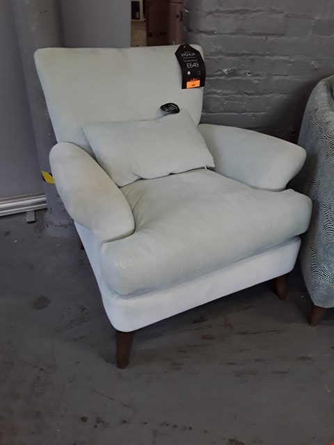 Lot 362 QUALITY BRITISH DESIGNER JOSHUA EASYCHAIR UPHOLSTERED IN FAMILY FRIENDLY SOFT CHENILLE FRENCH MACARON RRP £649