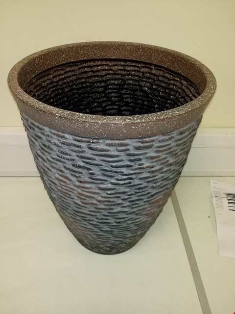 Lot 9197 BOXED PREMIUM STONE EFFECT PLANTER APPROXIMATELY 47CM TALL 37CM DIAMETER RRP £26.00