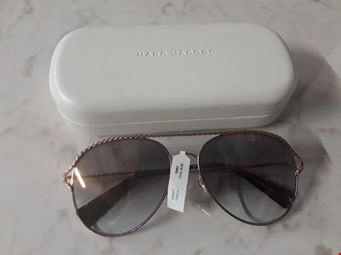 Lot 8549 BRAND NEW MARC JACOBS GOLD TWISTED BROW BAR SUNGLASSES  RRP £220.00