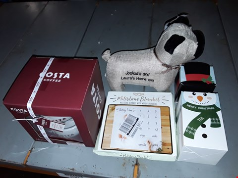 Lot 6582 LOT OF 6 ASSORTED PERSONALISED AND GIFT ITEMS TO INCLUDE PUG DOOR STOP, COSTA COFFEE SET AND BABY MILESTONE MAT