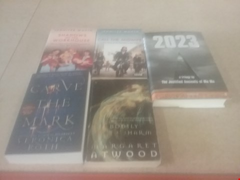 Lot 4029 5 ASSORTED BOOKS TO INCLUDE; CALL THE MIDWIFE, CARVE THE MARK AND 2023