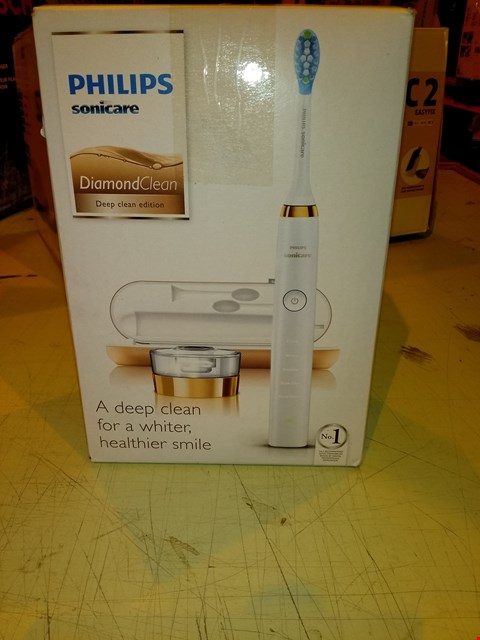 Lot 8353 PHILIPS SONICARE DIAMOND CLEAN ELECTRIC TOOTHBRUSH