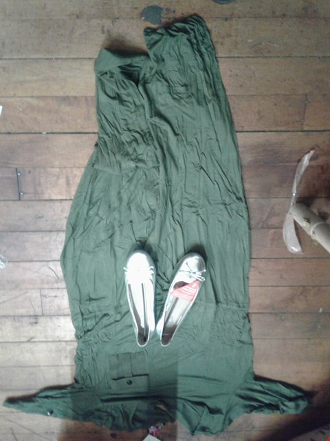Lot 29 A BOX OF APPROXIMATELY 9 ASSORTED CLOTHING ITEMS TO INCLUDE A PAIR OF LEAH LEATHER BOW DETAIL FLAT SHOES ( SIZE UK 7 )  & KHAKI LADIES DRESS