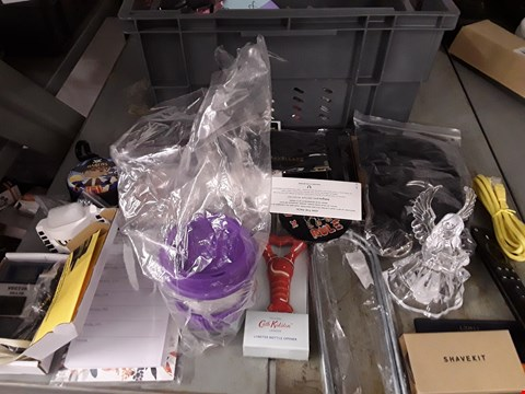 Lot 6 BOX OF APPROXIMATELY 45 ASSORTED ITEMS TO INCLUDE LIGHT SCOPES, RE-USABLE CUP, DECORATIONS ETC