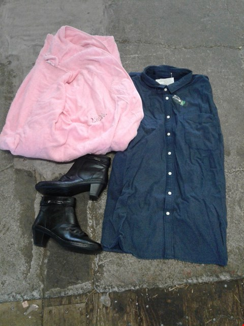 Lot 239 BOX OF APPROXIMATELY 11 CLOTHING AND SHOES TO INCLUDE BLACK HEEL BOOTS, PINK DRESSING GOWN AND NAVY/WHITE SPOTTED SHIRT - VARIOUS SIZES