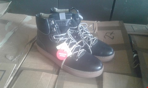 Lot 7041 APPROXIMATELY 5 X MENS BOOTS INCLUDES TRU-STYLE HIKER BOOTS
