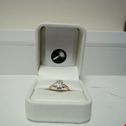 Lot 21 18CT GOLD RING SET WITH A RADIANT CUT DIAMOND AND A DIAMOND TO EACH SHOULDER TOTAL WEIGHT +1.24CT RRP £5850.00