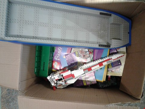 Lot 11163 BOX OF ASSORTED LEGO TO INCLUDE LEGO SHIP PIECES - LEGO BRICKS - LEGO MAGAZINES