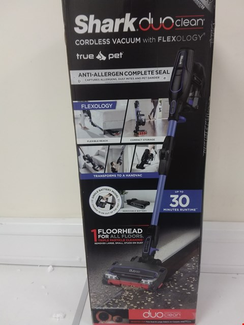 Lot 669 SHARK DUOCLEAN ANTI ALLERGEN TRUE PET & FLEXOLOGY CORDLESS VACUUM IF130UKTHQ