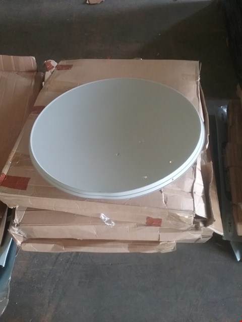 Lot 82 LOT OF APPROX 5 ASSORTED SATELLITE DISH KIT WITH MOUNTING BRACKET VARIOUS SIZES