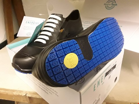 Lot 33 BOXED BLACK WASHABLE SHOES IN STYLE OF WEARERTECH size EU 42