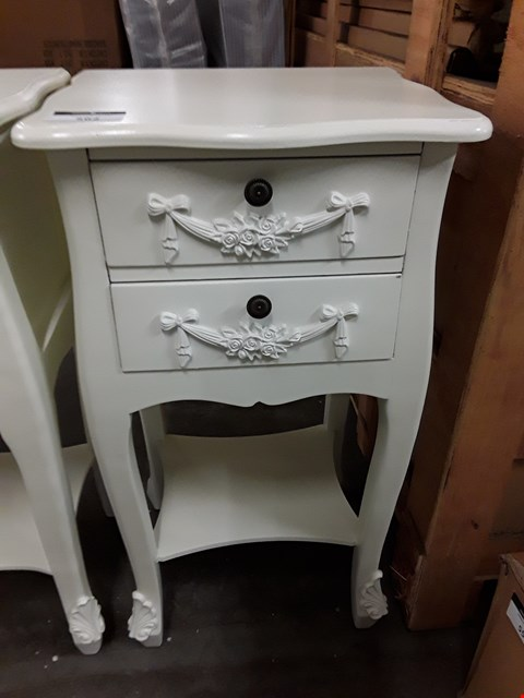 Lot 562 DECORATIVE 2 DRAWER WHITE LAMP TABLE