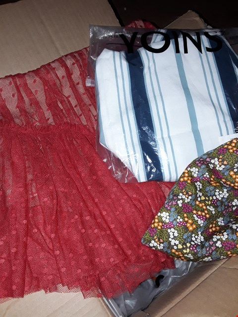 Lot 84 LOT OF APPROXIMATELY 30 CLOTHING ITEMS TO INCLUDE DRESSES AND TOPS FROM YOINS  ETC