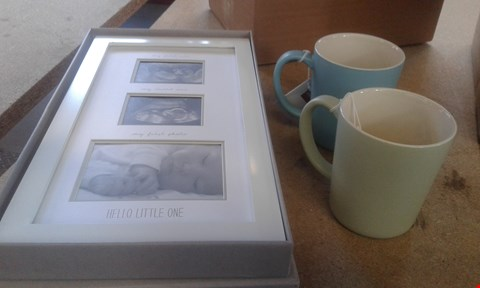 Lot 436 LOT OF 2 ITEMS TO INCLUDE LA CAFETIERE SET OF 2 CUPS AND MAMAS AND PAPAS DOUBLE SCAN FRAME