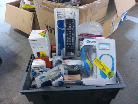Lot 676 BOX OF APPROXIMATELY 23 ASSORTED ITEMS TO INCLUDE:  ONN HEADPHONES, BLUETOOTH SPEAKER ETC