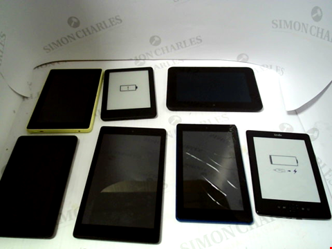 Lot 726 LOT OF APPROXIMATELY 32 ASSORTED TABLET AND E-READERS TO NCLUDE KINDLE, FIRE ETC